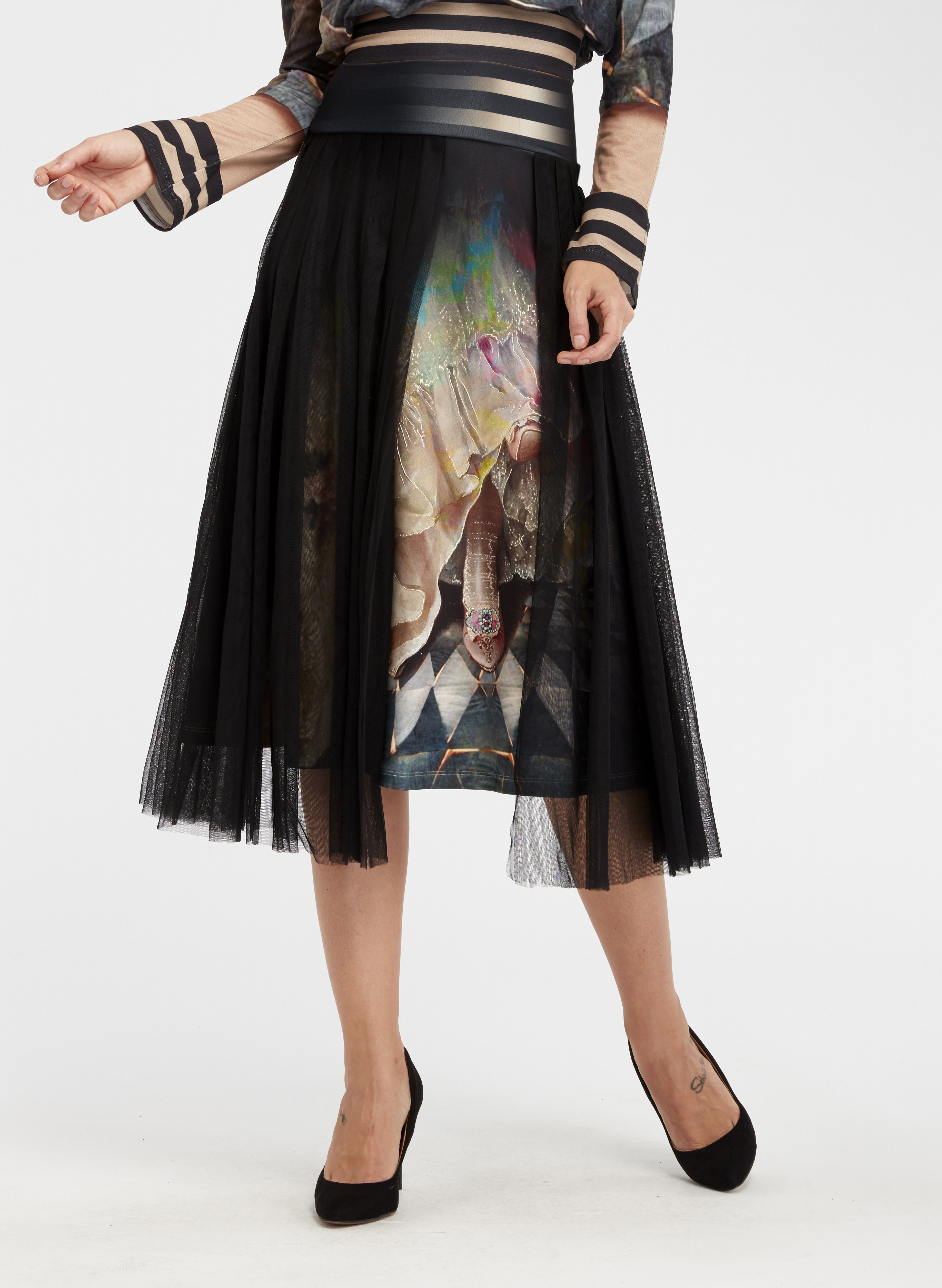 IPNG: Who Is The Woman Behind This Illusion Flared Skirt IPNG_WISKH-005