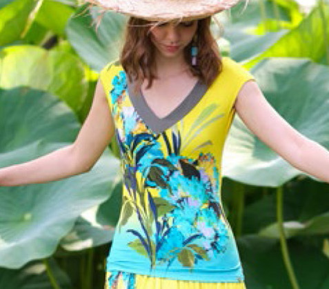 Paul Brial: Exquisite Blooms Of Maldives Flared T-Shirt PB_MOOREA