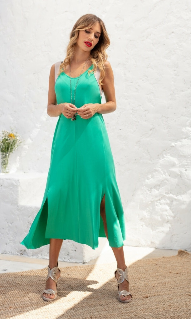 Maloka: Bewitchingly Comfortable Contrast Slit Hem Maxi Dress MK_LAELA