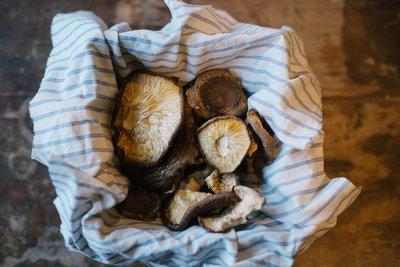 Forest Raised Dried Shitake Mushrooms - 1 oz