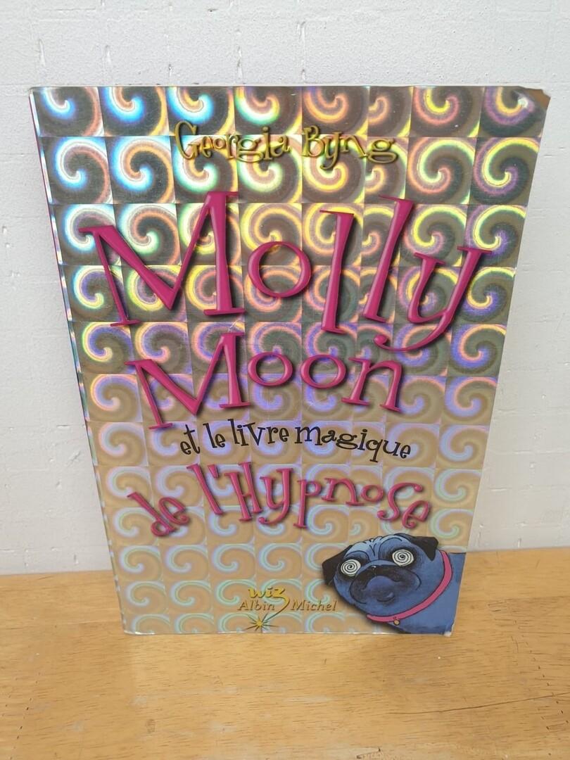 Molly Moon, Tome 1 : Molly Moon et le livre magique de l'hypnose