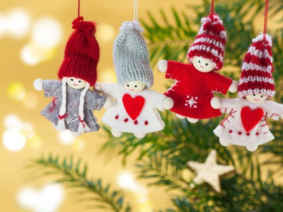 Postcard Christmas figures on the tree