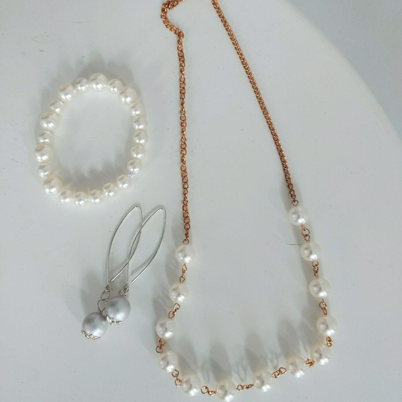 Pearl Necklace &earring & bracelet