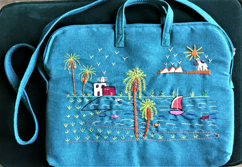 Laptop bag Turquoise: A day in the country, Pyramids in the horizon