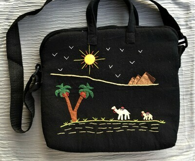 Laptop bag Black: Camels near the Pyramids