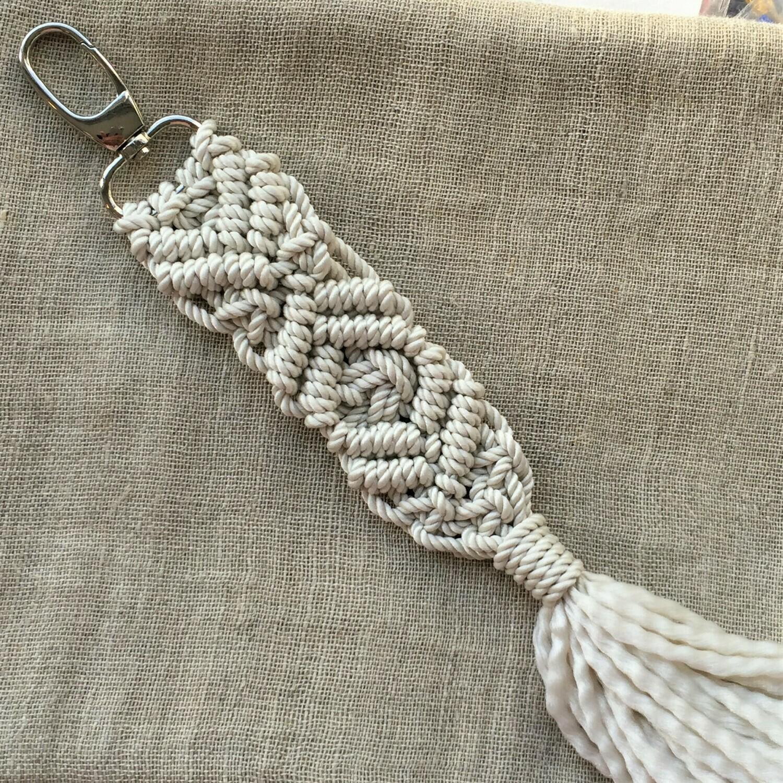 Keychain: hand made macramé, off-white