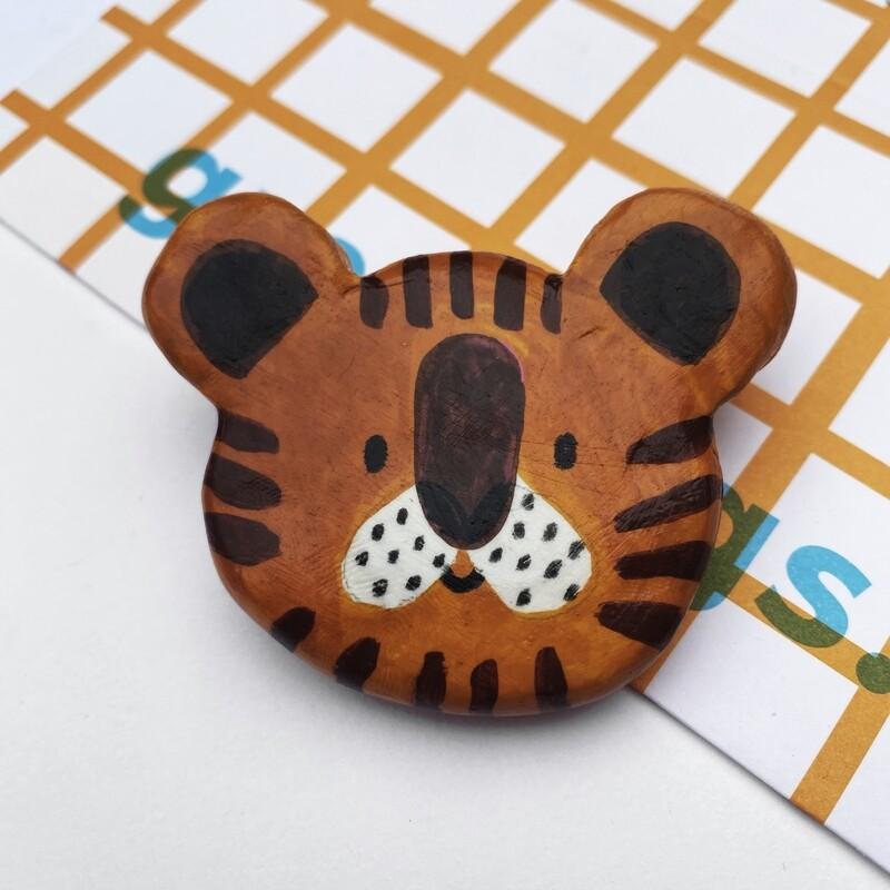 POOR THING round tiger pin