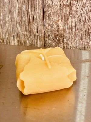 Folded leaf beeswax candle