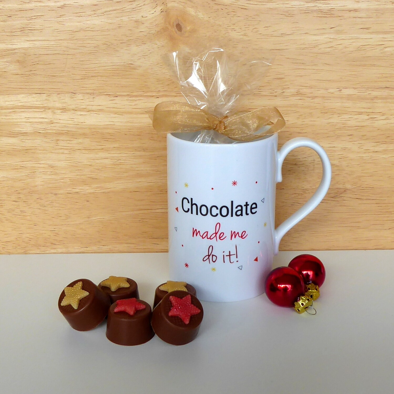 Porcelain Mug with 10 chocolates