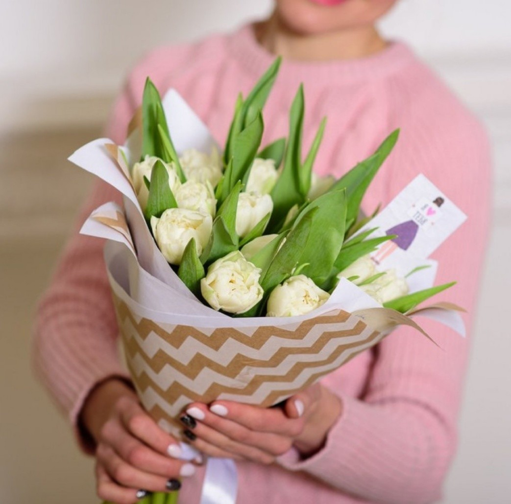 15 пионовидных тюльпанов