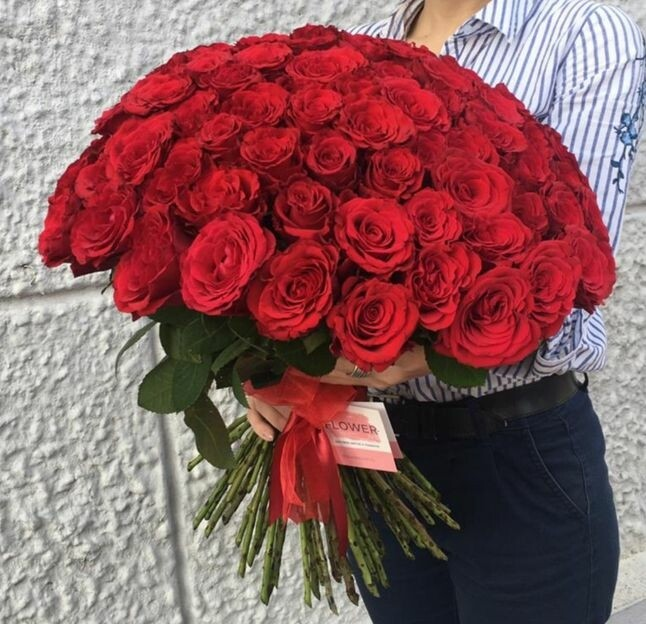 Букет из красных роз (65 штук)