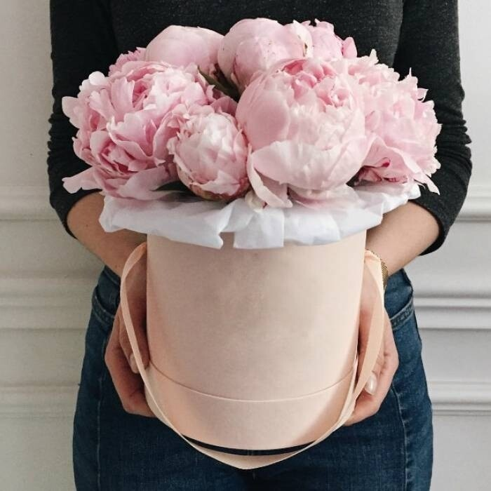 15 розовых пионов в аквабоксе