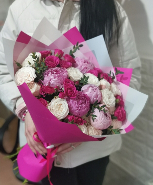 Букет роз с пионами