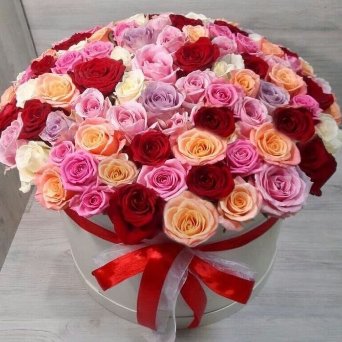 101 роза в аквабоксе