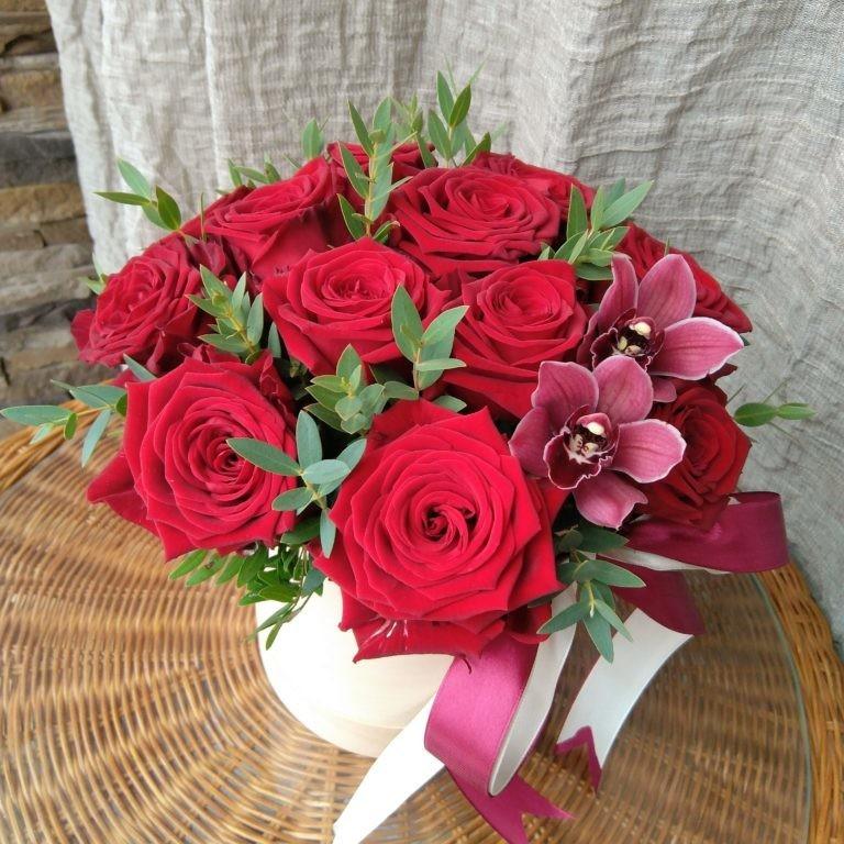 """Коробка с розами """"Аромат Бордо"""""""