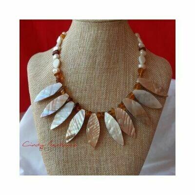 Collar Tribal by Cindy Martinez