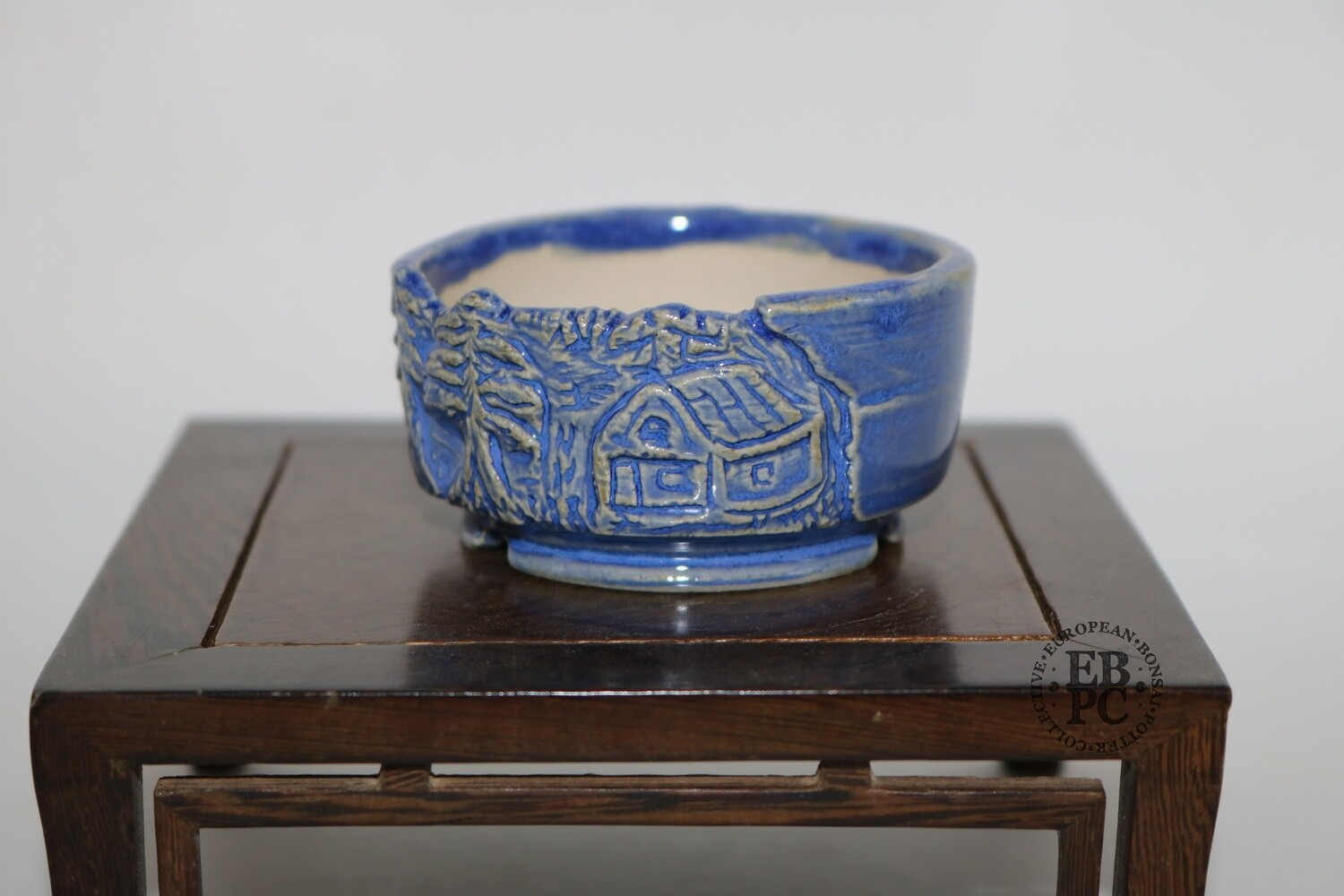 Terre en Vadrouille - 7.1cm; Mame /Shohin /Accent; Round; Glazed; Carved Landscapes In Relief; Blue; Cream;