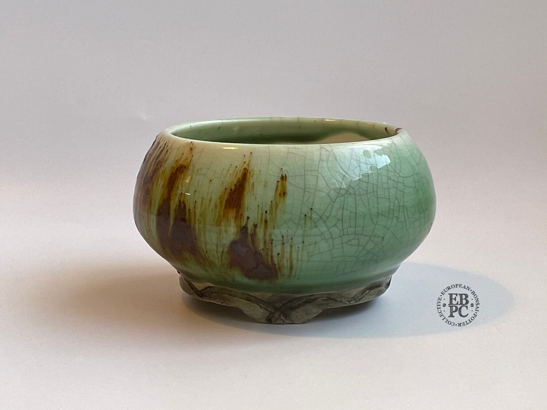 EBL Pots - Porcelain; 9.5cm; Shohin / Accent pot; Round; ;Celadon; Volcanic Sand; Detailed feet; Elsebeth Ludwigsen
