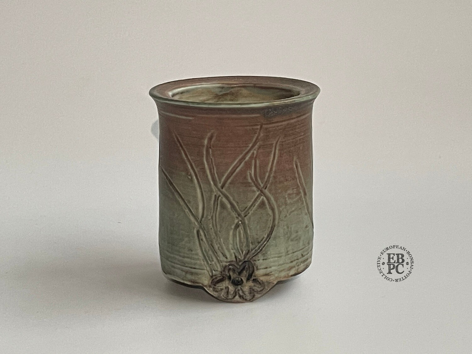 EBL Pots - 7cm Tall; Porcelain; Mame / Accent Pot; Carved; Round; Seaweed Green & Peach; Detailed feet; Elsebeth Ludvigsen