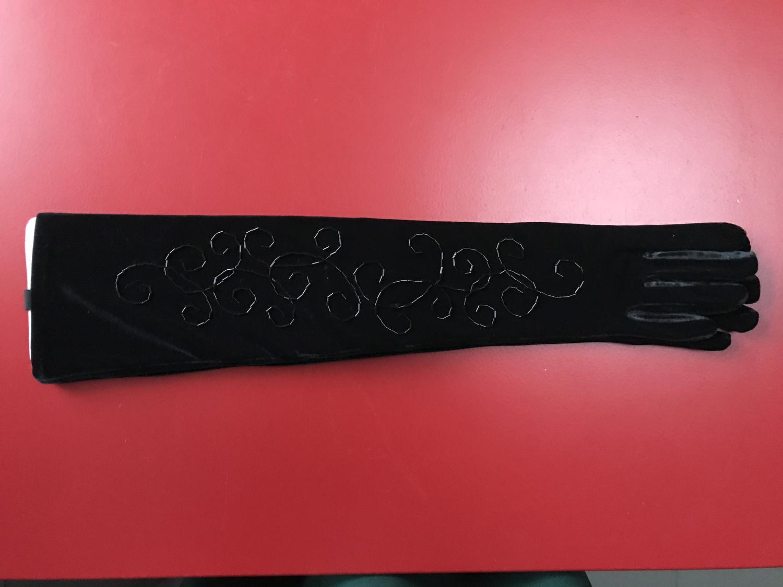 Zwarte handschoen met kraaltjes