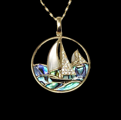 Sailboat in yellow gold and pearl