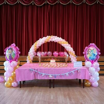 Cake arch with two super shape towers