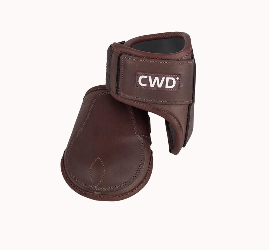Velcro fetlock boots young horse