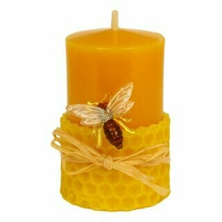 Kerze mit Waben und Biene