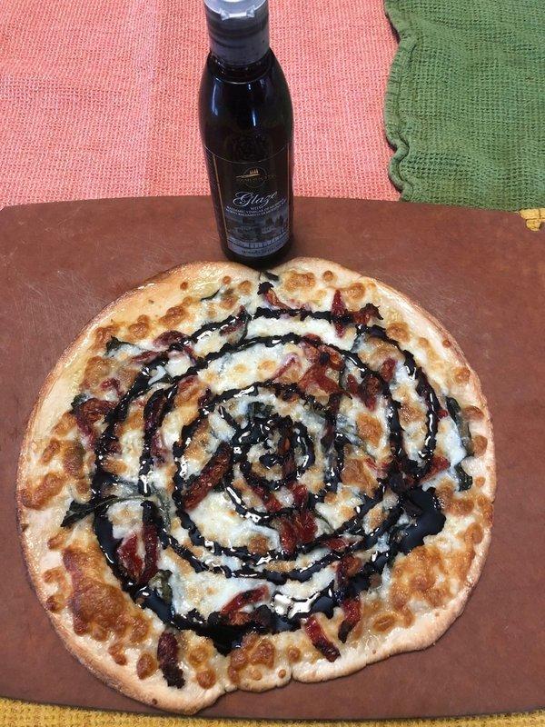 Margherita Pizza (Extra Virgin Olive Oil, Fresh Garlic, Fresh Basil)