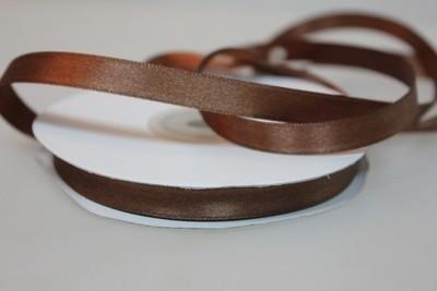 Лента атласная коричневая 7 мм.