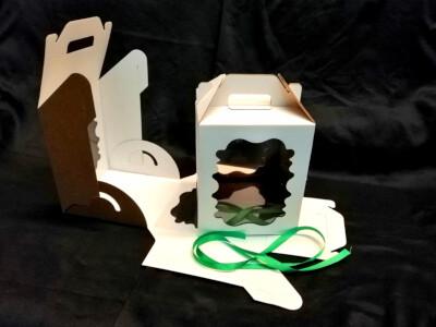 Коробка для торта с ручкой 20*20*22. 2 фигурных окна