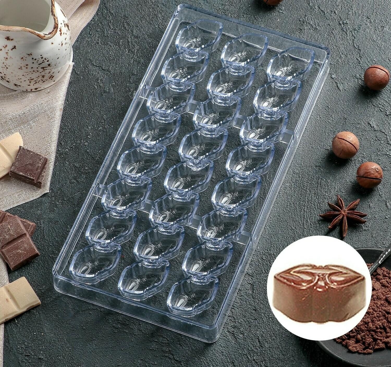 """Форма для конфет поликарбонат 28×14 см """"Презент"""", 24 ячейки"""