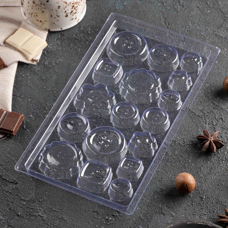 Форма пластиковая  для шоколада «Пуговки», 22×11 см, 17 ячеек