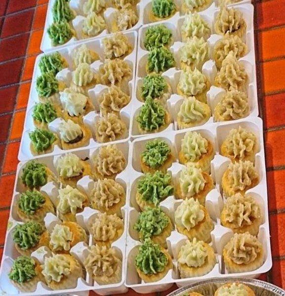 12 Mini feuilletés bourguignonne tomate-basilic et roquefort