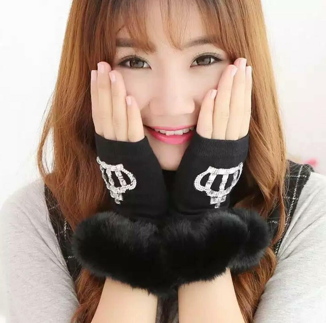 crown fingerless gloves fur bottom