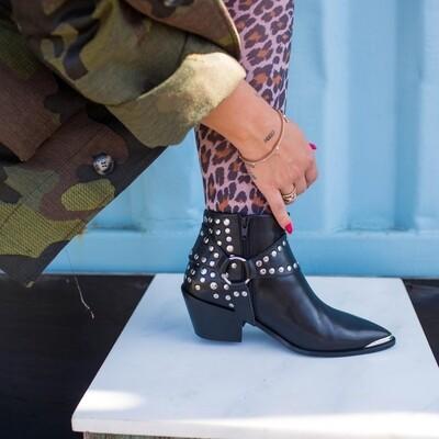 Street Walk by Josefine Valentin black Copenhagen shoes