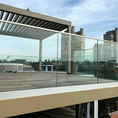 Стаклена ограда со памплекс стакло