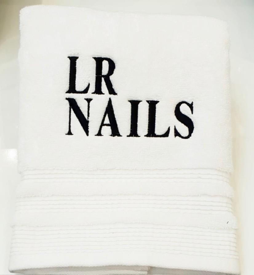 LR Nails logo