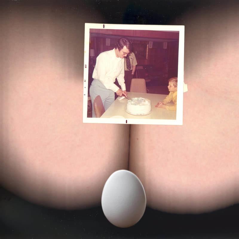 Alexandra Bischoff: eggbutt T / egg bib