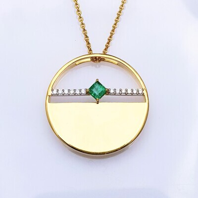 Emerald and Diamond Pendant in 18K Gold