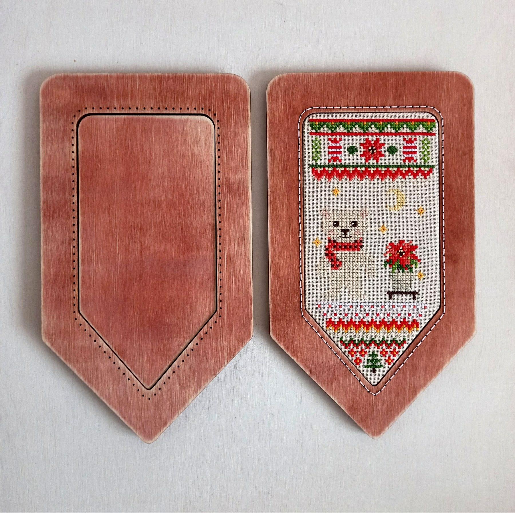 Рамка для вышивки Флажок (цвет Ягодный)
