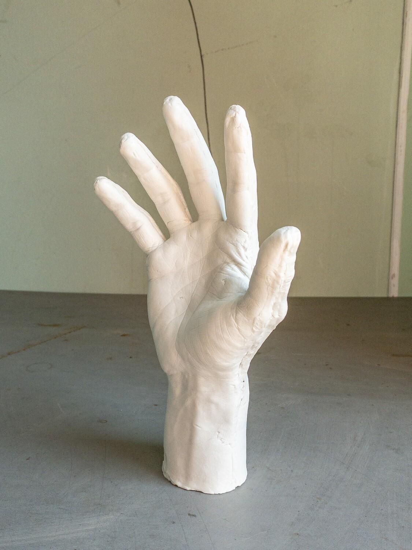 Правая рука // Подставка под кольца