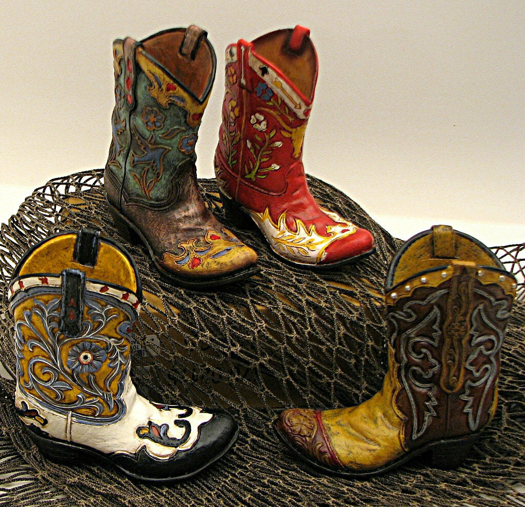 Resin Mini Boots Assorted priced each