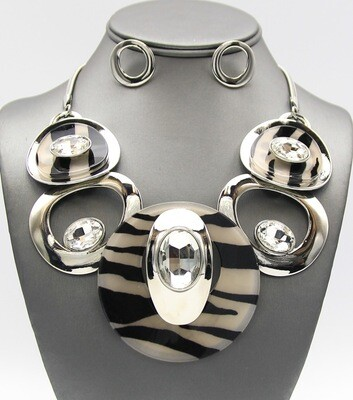 Deco Craft Jeweled Disc Necklace Set