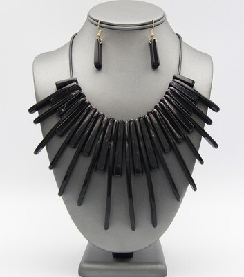 Formica Fringe Cord Necklace Set