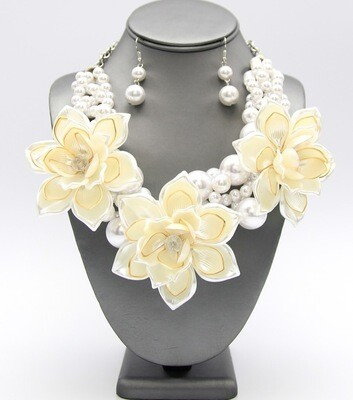Acrylic Flower Pendant Pearl Necklace Set