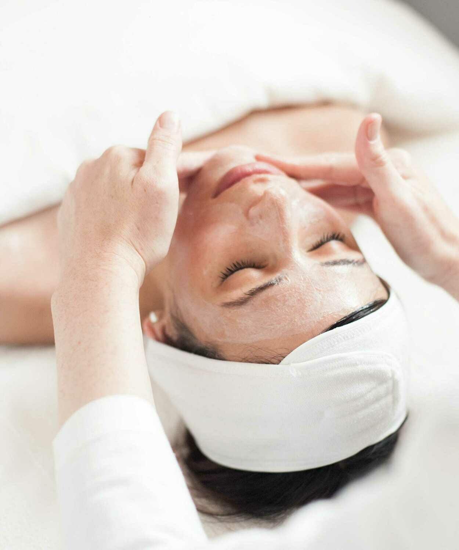 60 Minutes La Care Aroma Signature Facial
