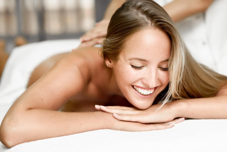 60 Minute Session Swedish Massage with Aromatherapy and Aroma Scalp Massage
