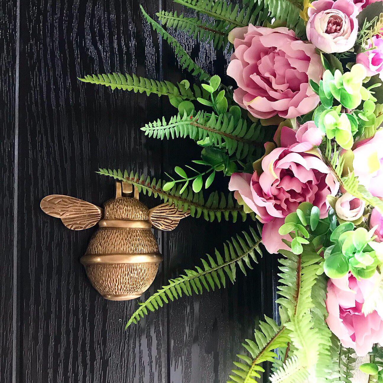 Brass Bee door knocker in brass Finish