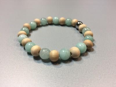 Armband mit Holz- und Natursteinperlen